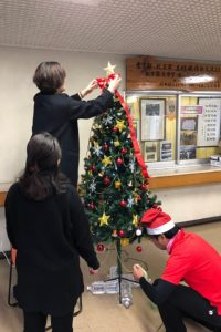 クリスマスツリーをセッティング